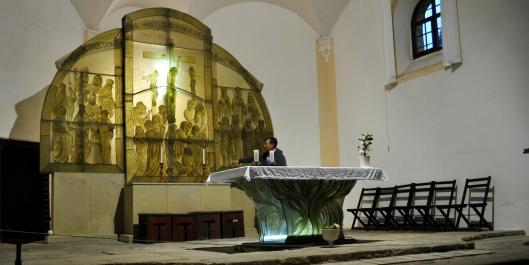 Jediný skleněný oltář na světě je na Šumavě - a stojí za zhlédnutí…