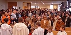 Moderní kostel během bohoslužby / foto: IMA