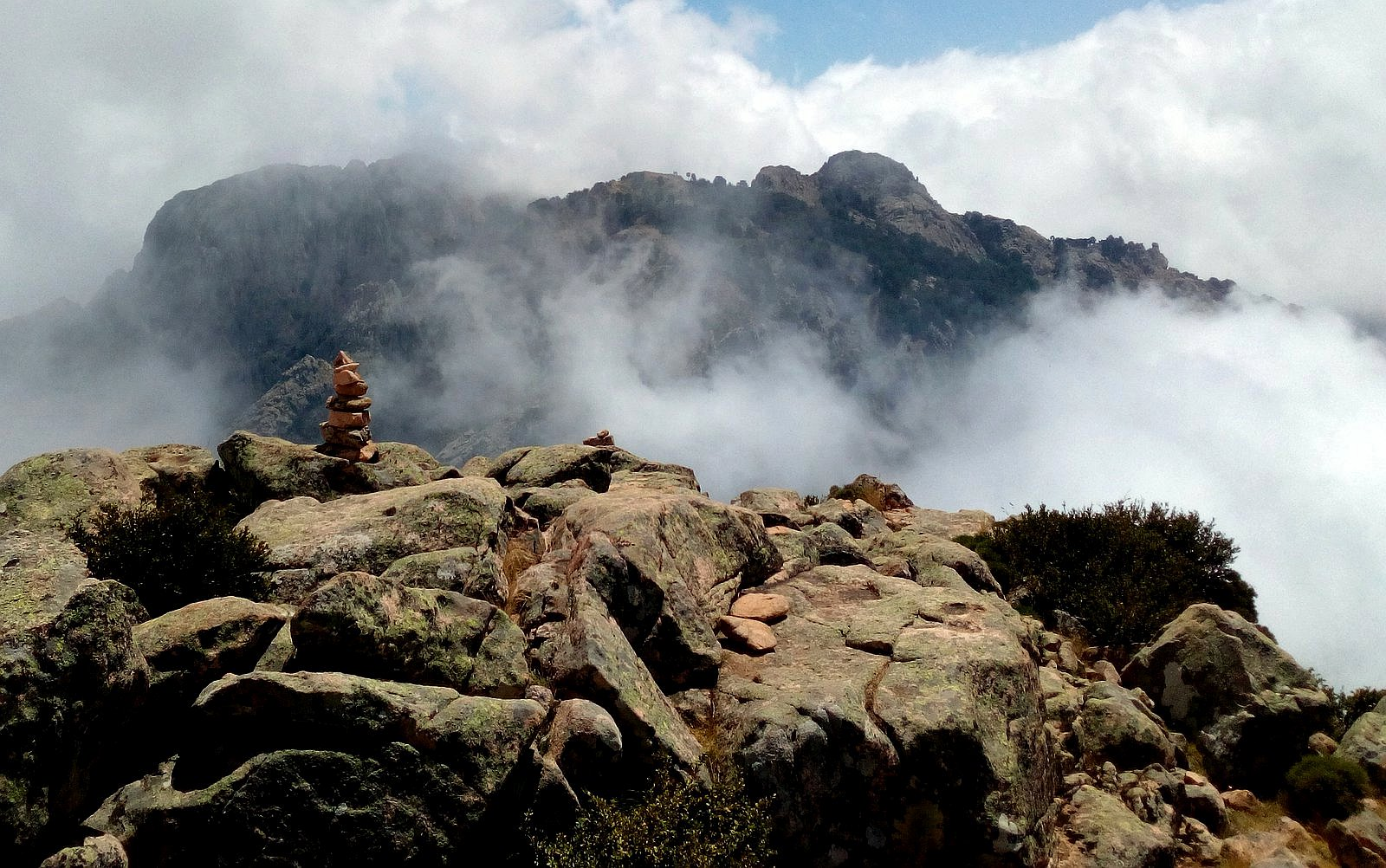 hory, skály, mraky, mlha, světlo, tma, kontrast / foto -luzuce-